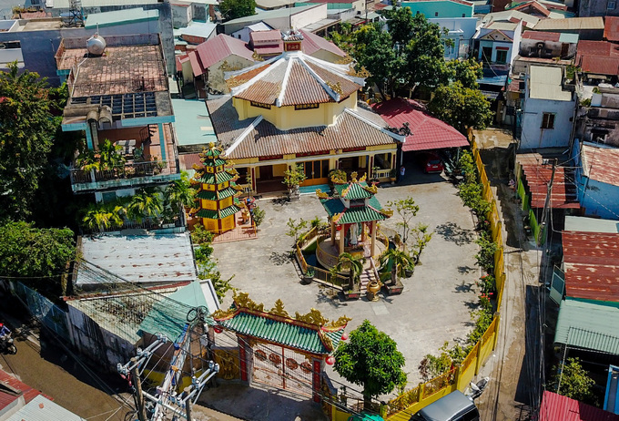 After several restorations, Buu Son Pagoda is now a modern structure spread over 1,000 square meters in the middle of Bien Hoa Town.