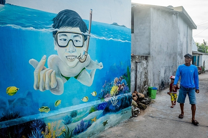 Since 2017, murals created by Vietnamese volunteers have decorated walls on the island, helping change local attitudes towards the marine environment and also leaving a strong impression on first-time tourists.