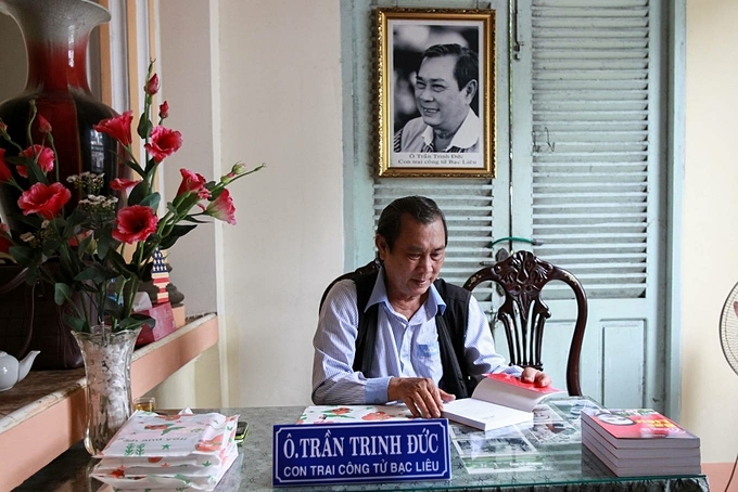 Most of Huy's children live overseas except Tran Trinh Duc, who lives 3 km from his fathers house. Duc comes here every day and signs the book he wrote about his father and talk with visitors.Bac Lieu province in Mekong Delta region is a place with many remnants of the life in early 20th century. The city is also home to Vietnams largest wind farm with 62 turbines. This farm, in Dong A Hamlet, Vinh Trach Dong Commune, is another photogenic place.