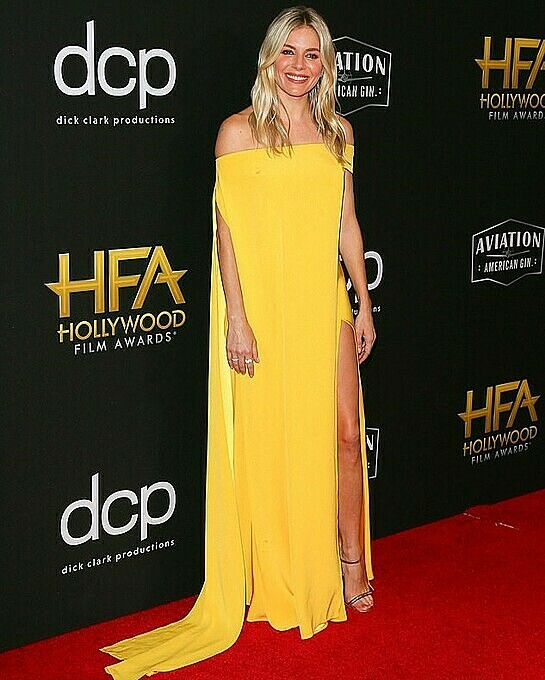 Sienna Miller in Cong Tris desig. Photo by AFP.