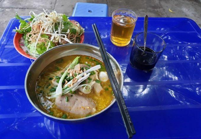 Mi Quang noodle soup.