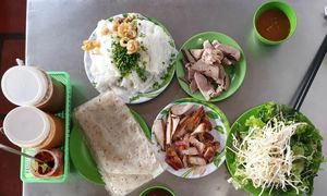 Innovative street side eateries do Phan Rang Town proud