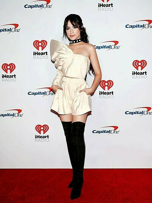 The American-Cuban singer Camila Cabello chose a beige one-sleeved top featuring a puffed shoulder for the 2019 iHeartRadio Music Festival in September. Photo by AFP.