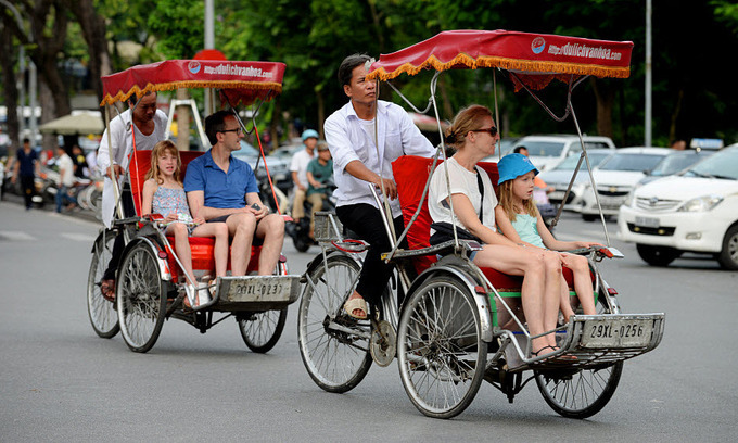 Foreign tourists take cyclo rides in Hanois Old Quarter. Photo by Shutterstock/An Nguyen.