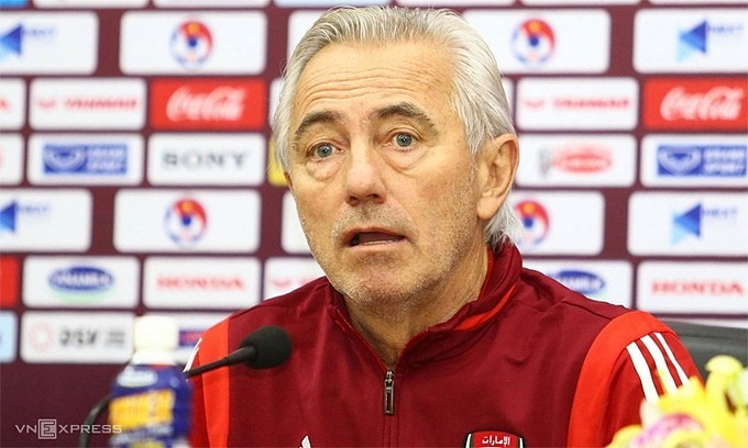 Bert van Marwijk of UAE speaks at a press conference in Hanoi, November 13, 2019. Photo by VnExpress/Lam Thoa.