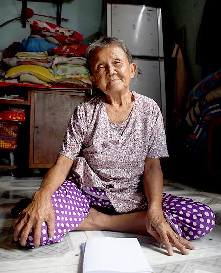 Chau Ngoc Nu, 82. Photo by VnExpress/Diep Phan.
