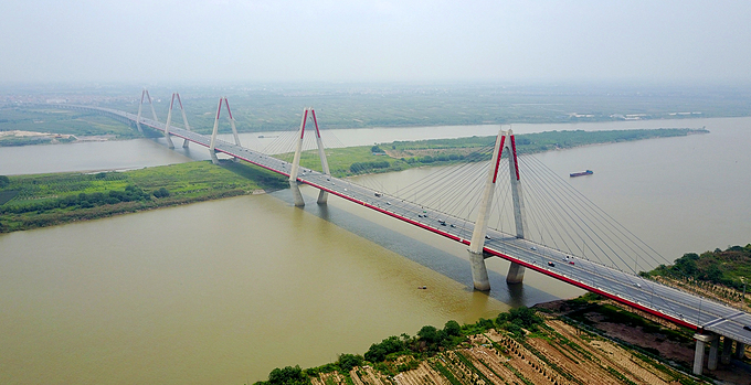 An aerial view of Nhat Tan Bridge in Hanoi. Photo by VnExpress/Nhat Quang.