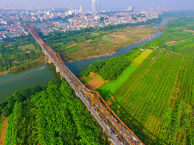 An aerial view of Long Bien Bridge in Hanoi. Photo by Shutterstock/Minh Hung.