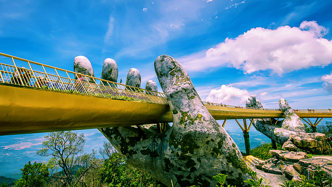 Five Vietnamese bridges that have become global attractions - 3