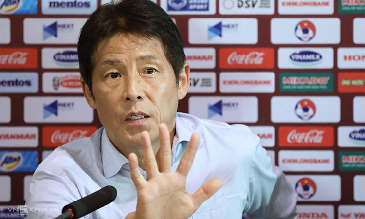 Coach Akira Nishino of Thailand at the press conference in Hanoi on November 11, 2019. Photo by VnExpress/Ngoc Thanh