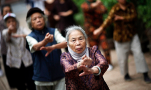 Vietnam ups retirement age, adds a public holiday