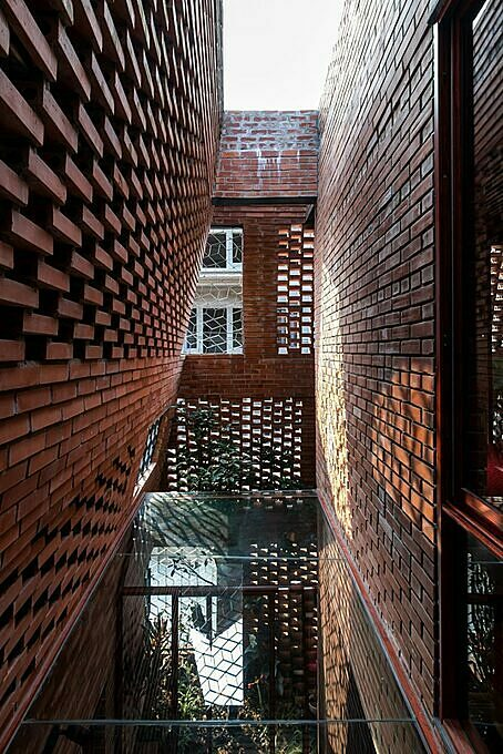 According to the architect, the structure of the Brick Cave is made up of and enclosed by two layers of brick wall meeting one another at an intersection. Brick was chosen because it is a local material and popular in rural areas of Vietnam, which was simple and quick to construct. Photo by Archdaily/Nguyen Tien Thanh.