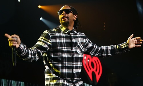 Heavy gold chains shackle American rapper Lil Jon in Vietnam