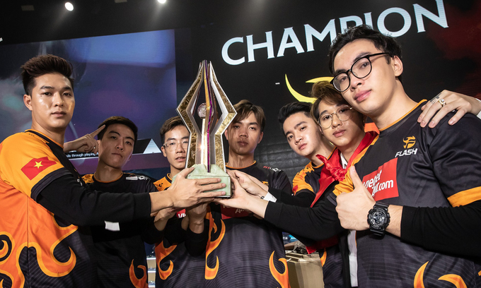 Vietnam champions at international online video game tournament