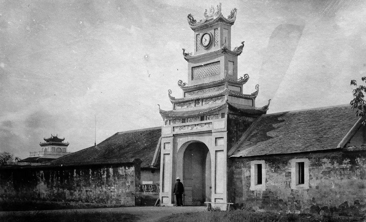 Chinh Duong Tower, the eastern access to Long Thien Palace, was turned into French Army's artillery headquarters in 1888 - 1891.