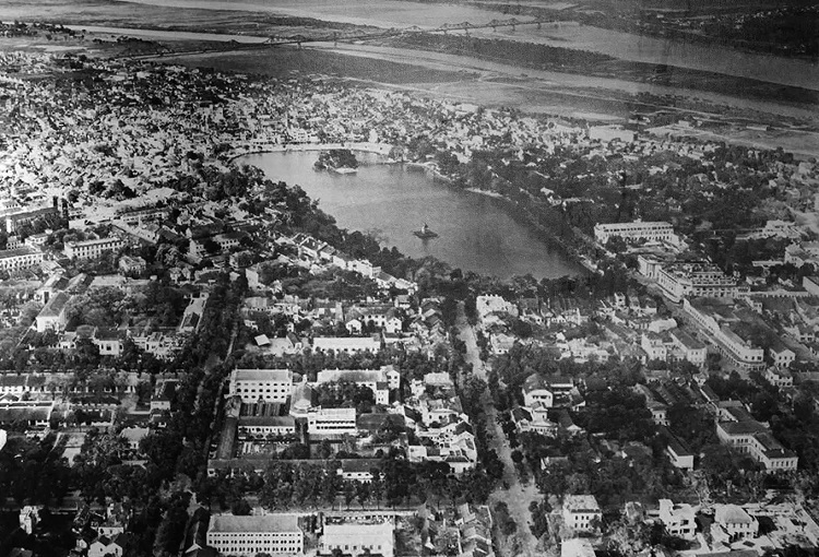 Aerial view of Hanoi in the beginning of the 20th century. Around this time, Hanoi became the administrative center of French Indochina.The exhibition runs until the end of Dec. 2019.