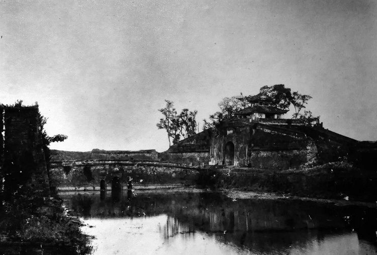 Hanoi Citadel's North Gate as seen from the outside in the 19th century.