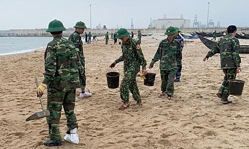 Thai ship sinks, oil spill spreads over Vietnam coast