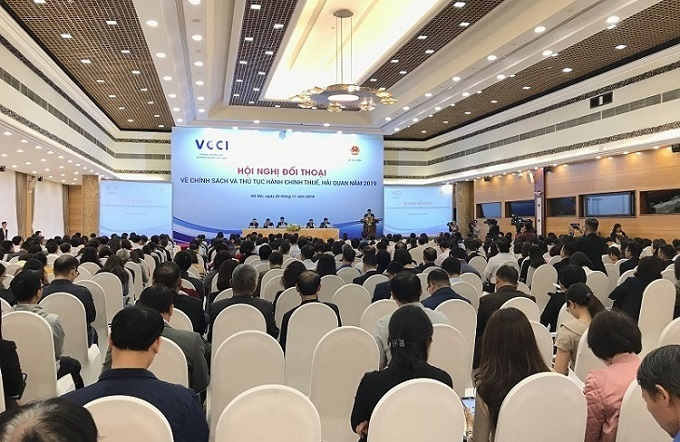 More than 400 enterprises attended the tax conference.