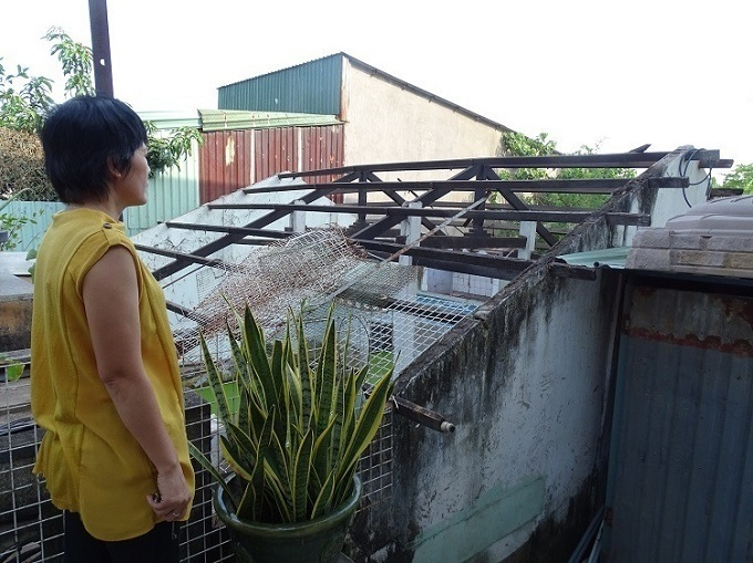 Truong Thi Binh, a resident of An Lac Ward in HCMCs Tan Binh District, looks down at what used to be her house. Photoby VnExpress/Ha An.