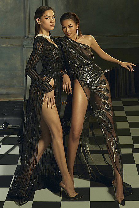 The duo look mysterious in black thigh-high slit gowns. They have worked with Tri many times and became his muses for years. He has acquired an international following with several celebrities, especially Hollywood stars like Beyonce, Katy Perry, Kate Bosworth, and Sophie Turner choosing to wear his creations on important occasions.