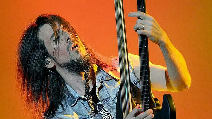Ron Bumblefoot Thal in one of his performance. Photo by AFP.