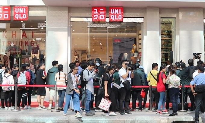 Saigon shopaholics up before daybreak for Uniqlo store opening