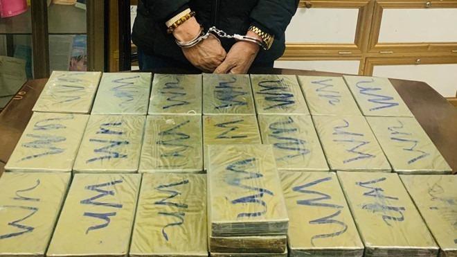 One Vietnamese, four Lao men caught trafficking heroin