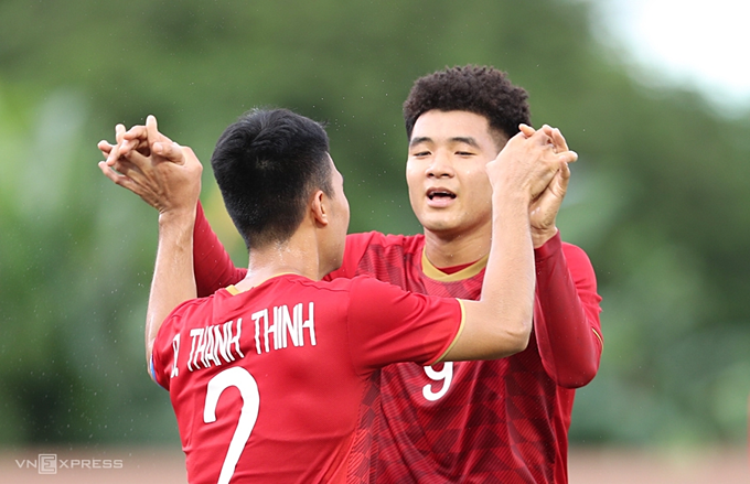 Vietnam 6-0 Brunei: Despite coach Park Hang-seo stashing away some key players, including midfielders Nguyen Quang Hai and Nguyen Trong Hoang, Vietnam still had a resounding victory against Brunei, with forward Ha Duc Chinh scoring a poker (4 goals).