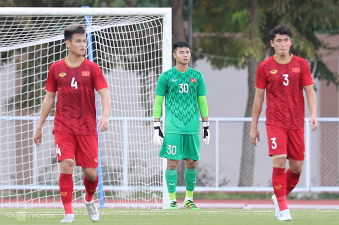 Vietnam 2-2 Thailand: Repeated mistakes from the Vietnamese side allowed arch-nemesis Thailand to score two early goals before the 15 mark.