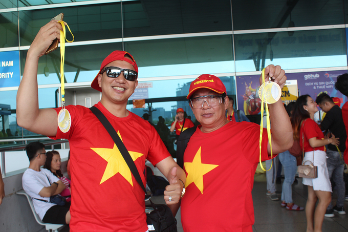 Two male fans from Saigon say they believe that Vietnamese mens football team would win a gold medal.