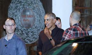 Obamas visit Vietnamese restaurant in Saigon