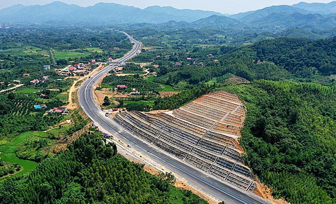Vietnam adds 800 kilometers of highways to national plan