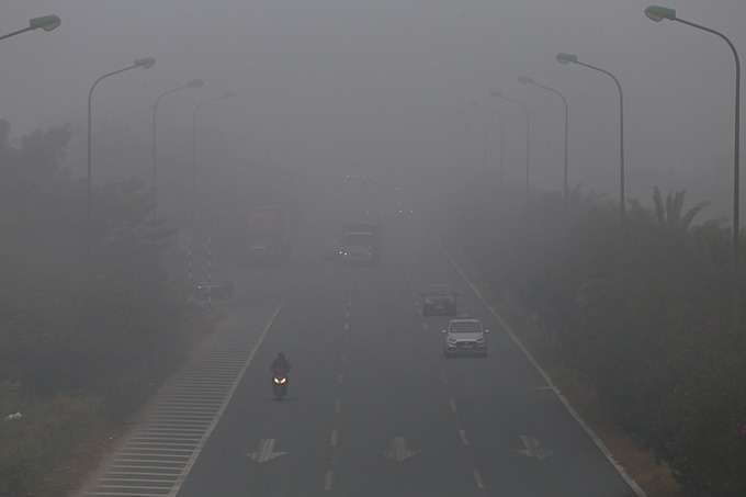 Vehicles turn on their headlight while traveling on Thang Long Highway at 7:30 a.m. as vision is limited by the haze.At 8 a.m. the capitals Air Quality Index (AQI) was recorded above 200 at eight out of 11 air monitoring stations scattered throughout the city. The level was considered 'very unhealthy' that experts advise children, seniors and individuals with heart or lung diseases to stay indoors and avoid outdoor activities.This was the fifth day in a row the capitals air quality had risen to above 200, sparking public concerns over health issues.