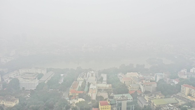 The AQI recorded at air monitoring stations revealed air pollution in Hanoi start from 10 p.m. the previous day with indexes staying at 150 and climb to above 200 during the peak hour of morning (8 a.m.)IQAir AirVisual, a Switzerland-based air quality monitoring facility that generates data from public, ground-based and real-time monitoring stations, recorded Hanois AQI level at 271 on Saturday morning, making it the most polluted city in the world.Independent air quality analysis system PamAir recorded the air quality index of staying above 200 at 40 monitoring stations throughout the city.