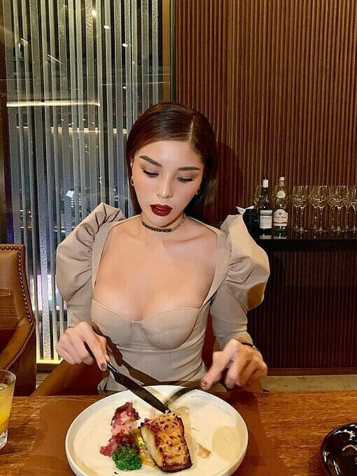Model Ky Duyen chose be to sexy with a dress having a plunging neckline and puffed shoulders.
