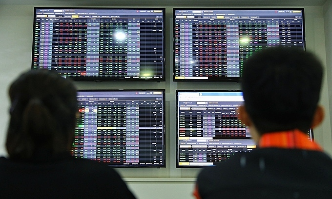 VN-Index recovers from four-session plunge