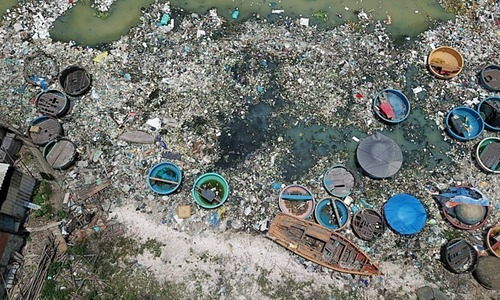 US promises to help Vietnam clean up marine plastic pollution