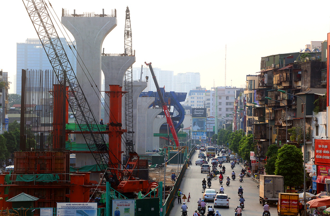 A construction project on Belt Road 2 in Hanoi is underway. Photo by VnExpress/Ba Do.