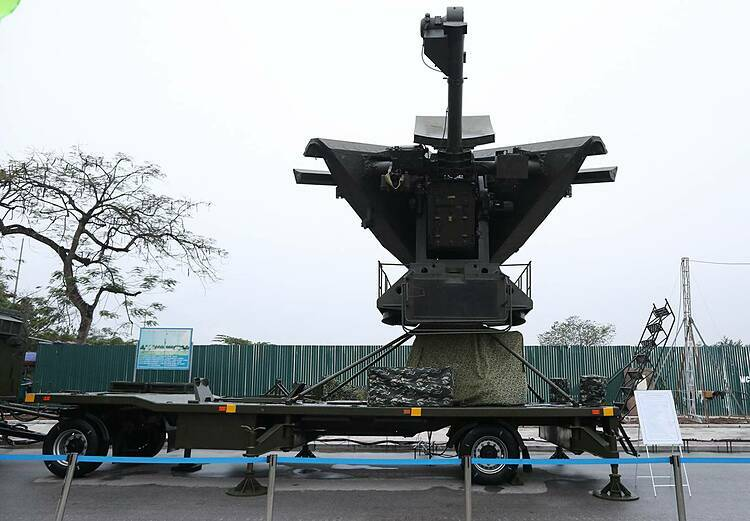 First introduced in 2015 in Hanoi, radar control system VRS-2DM is developed by Viettel, Vietnamese military's telecommunication corporation, based on Soviet Union's P-19 radar. Operating efficiently at low altitudes, the radar is used to control Vietnamese airspace. It works in both automatic or semi-automatic mode, bringing versatility and flexibility to military operations in complex situations.