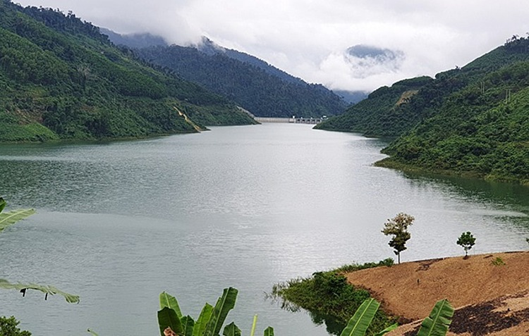 The reservoir of Bung River hydropower project in Quang Nam Province is lacking 80 million cubic meters of water. Photo by VnExpress/Dac Thanh