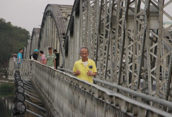With a length of 400 meters, the bridge is suitable for people of all ages to run across.