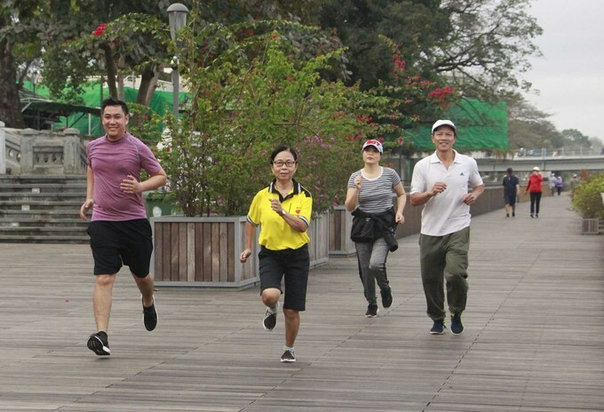 Many marathon groups in Hue are practicing and preparing for the biggest marathon ever held in the city. The competition includes three categories. Full course (42km), half course (21km), 10km and 5km.