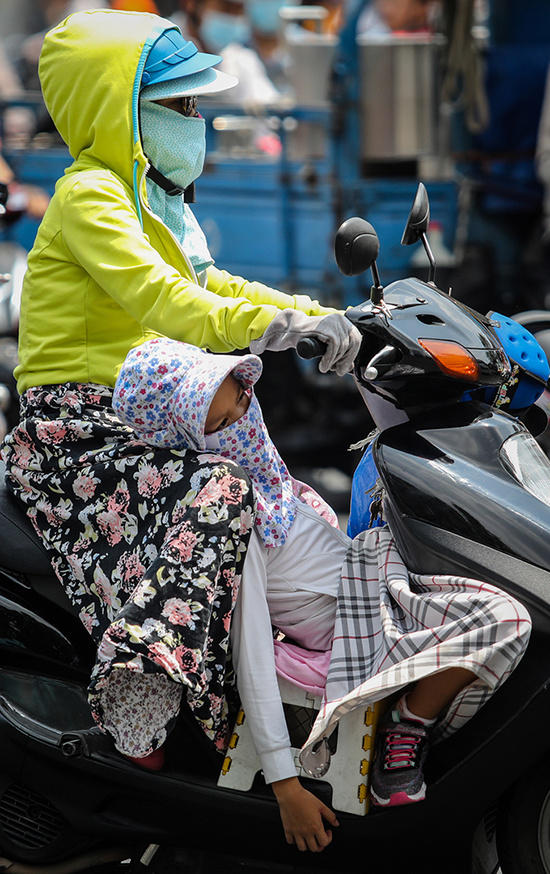 Sheltering from the sweltering heat, Saigon style - 2