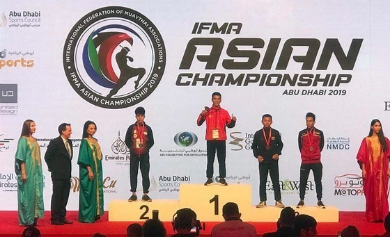 Vietnamese fighter punches his way to Asian muay Thai gold