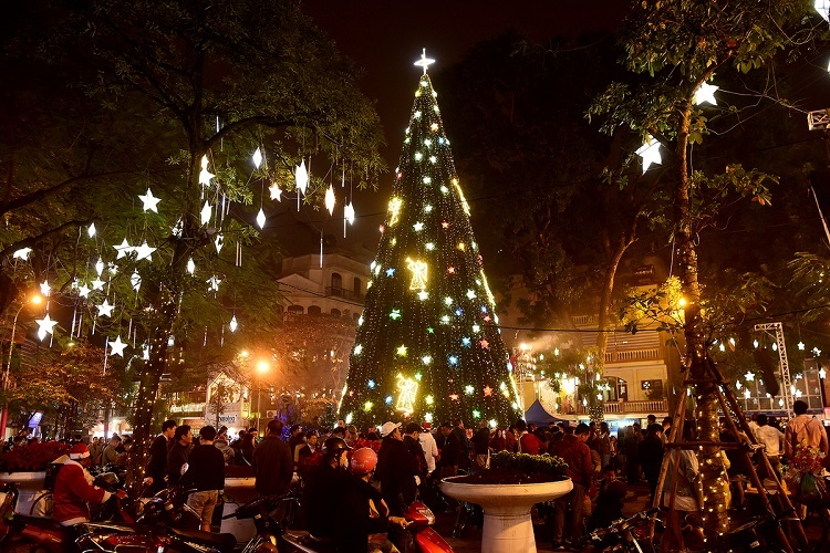 A 25-meter tall Christmas Tree outside the church glitters at every night.