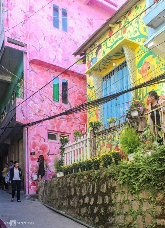 Da Lat's People's Committee last Thursday unveiled Nha Lang art street after an artistic makeover by a group of renowned painters and students.