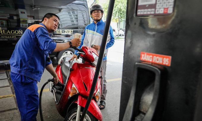 Vietnam mulls raising foreign ownership cap in local petrol firms