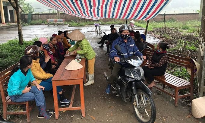 Protestors block roads leading to Hanoi landfill, demand compensation
