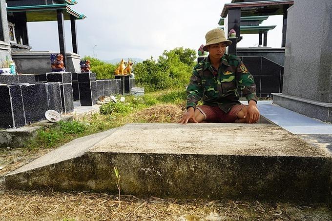 Y No Ni, a mahout in Yang Tao commune, Dak Lak Province sits by a tomb of a baby elephant called Thong Nang. Photo by VnExpress/Tran Hoa